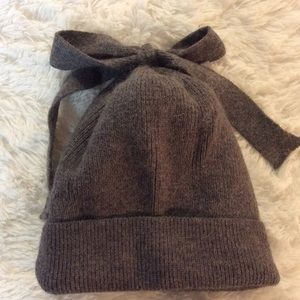 Norla Canada Handmade Alpaca Wool Bow Accent Hat